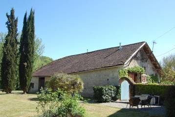 Converted barn with two gîtes -outskirts village-