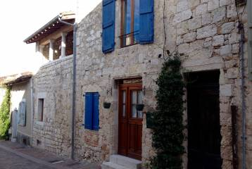 Beautifully renovated stone house in the heart of Lauzerte