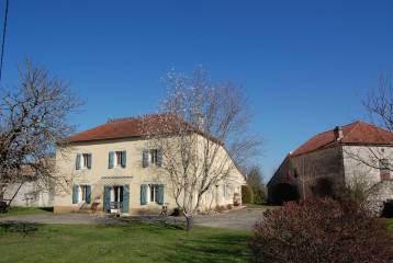 Renovated stone country house with gîte, pool and 11 acres, pretty setting