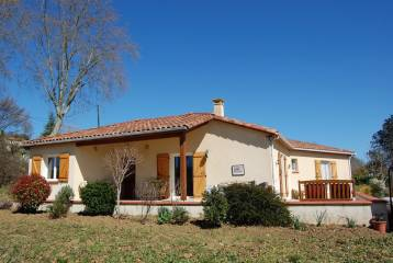 Detached villa (2009) -walking distance shops-