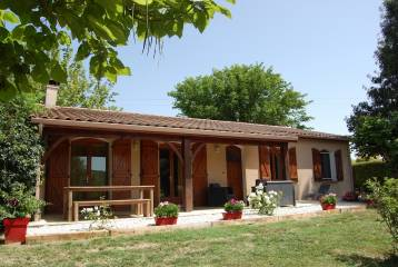 Detached villa (2000) -walking distance shops-